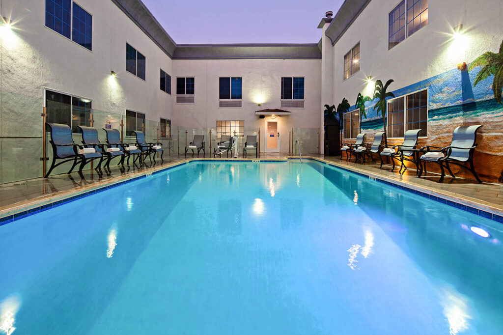 Outdoor Heated Pool No Life Guard On Duty Amenities - Best Hollywood Hotel Stay Book Holiday Inn Express Hollywood Walk Of Fame Hotel